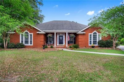 Mobile Single Family Home For Sale: 1102 Wakefield Court S