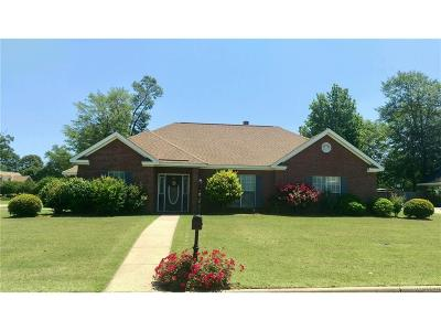 Millbrook Single Family Home For Sale: 368 Live Oaks Drive