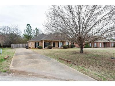 Single Family Home For Sale: 160 Post Oak Place