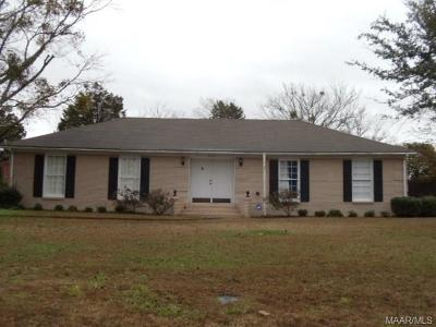 Selma Single Family Home For Sale: 303 East Castlewood Drive