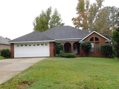 Single Family Home For Sale: 919 Silver Creek Circle