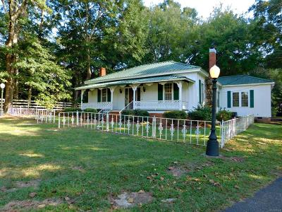 Eclectic Single Family Home For Sale: 511 Claud Road