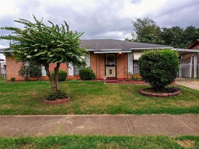 Montgomery Single Family Home For Sale: 812 Oakbrook Drive