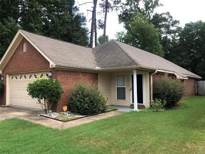 Millbrook Single Family Home For Sale: 140 Forest Trail