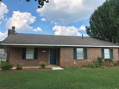 Millbrook Single Family Home For Sale: 1706 Deatsville Highway