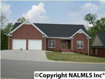 Guntersville Single Family Home For Sale: 129 Oakcrest Drive