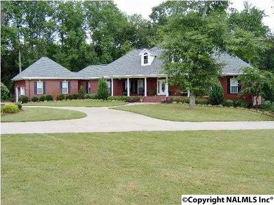Albertville Single Family Home For Sale: 190 Damaris Drive