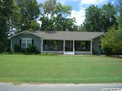 Scottsboro Single Family Home For Sale: 232 Bradley Street