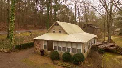 Marshall County, Jackson County Single Family Home For Sale: 1628 Lakeshore Drive