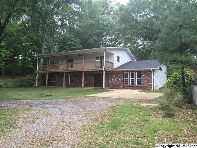 Guntersville Single Family Home For Sale: 320 Point Of Pines
