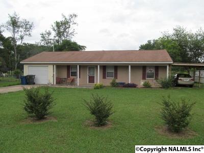 Albertville Single Family Home For Sale: 104 Fairdale Drive