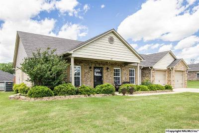 Toney Single Family Home For Sale: 107 Landings Way Drive
