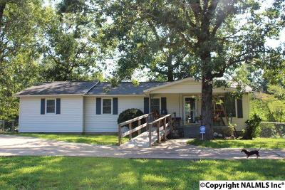 Fort Payne AL Single Family Home For Sale: $139,000