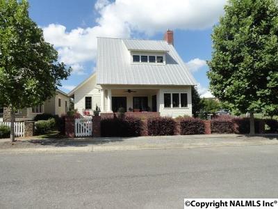 Marshall County, Jackson County Single Family Home For Sale: 110 Laurel Street