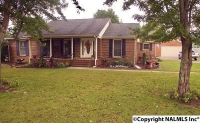Albertville Single Family Home For Sale: 210 Collier Drive