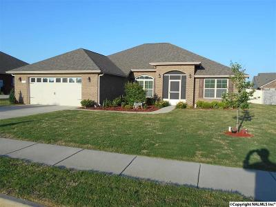 Madison Single Family Home For Sale: 623 Summer Cove Circle