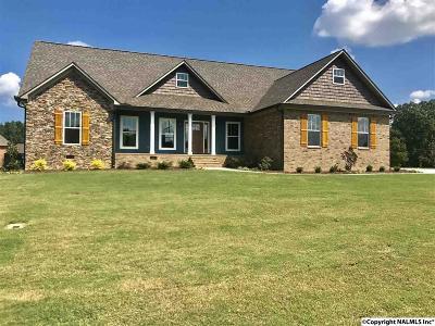 Albertville Single Family Home For Sale: 135 Glenview Drive