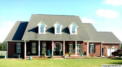 Guntersville Single Family Home For Sale: 130 Scenic Bluff Drive