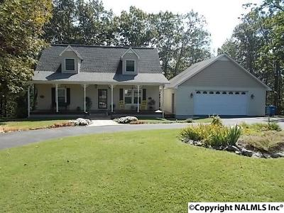 Scottsboro Single Family Home For Sale: 320 Mountain Heights Circle