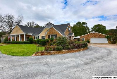 Brownsboro Single Family Home For Sale: 101 SE Cheval Blvd