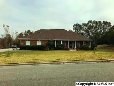 New Market Single Family Home For Sale: 107 Riverwalk Trail