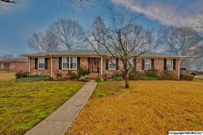 Huntsville Single Family Home For Sale: 5001 Dellmont Road