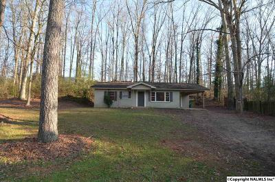 Guntersville Single Family Home For Sale: 2611 Warrenton Road