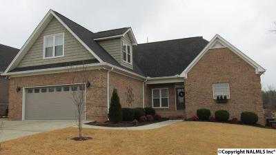 Guntersville Single Family Home For Sale: 181 Oakcrest Drive