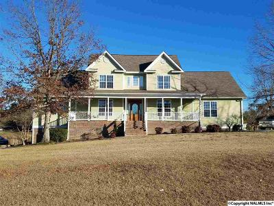 Marshall County, Jackson County Single Family Home For Sale: 203 Stella Drive