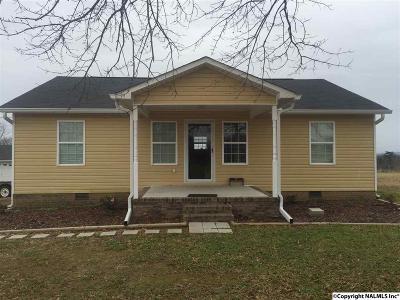 Guntersville AL Single Family Home For Sale: $129,900