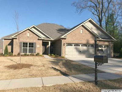 Single Family Home For Sale: 111 Pine Manor Drive