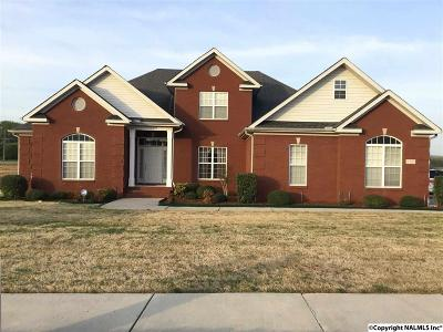 Single Family Home For Sale: 130 Shadow Pointe Circle
