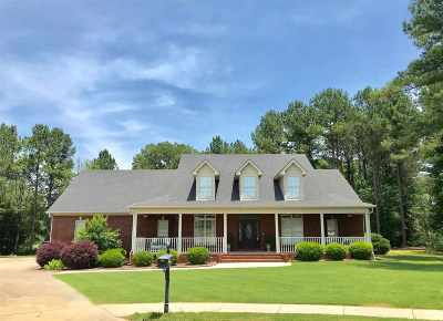Single Family Home For Sale: 2104 Covington Lane