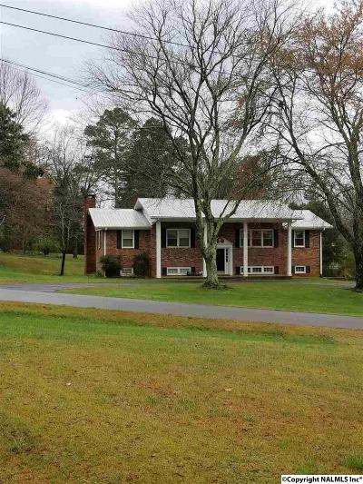 Scottsboro Single Family Home For Sale: 302 Picadilly Drive