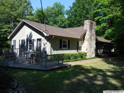 Guntersville Single Family Home For Sale: 1701 Brown Street
