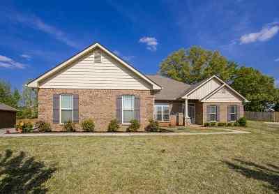 Harvest Single Family Home For Sale: 128 Bilton Drive