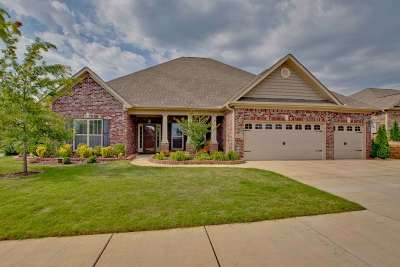 Madison Single Family Home For Sale: 101 Stonebury Court