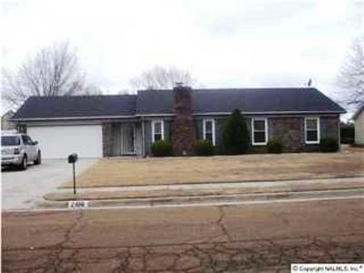 Huntsville AL Single Family Home For Sale: $165,000