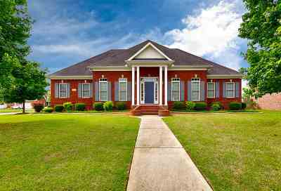 Single Family Home For Sale: 112 The Bend Drive