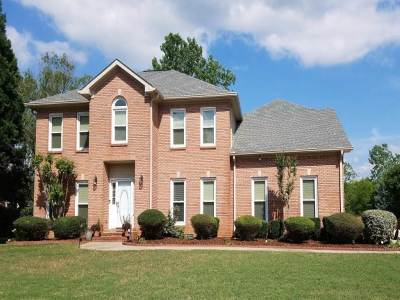 Single Family Home For Sale: 114 Lake Crest Drive