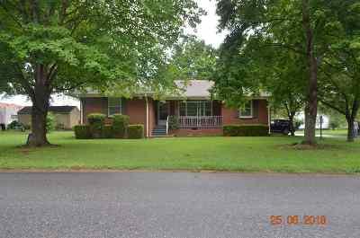 Single Family Home For Sale: 514 E East Street