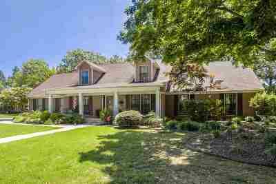 Single Family Home For Sale: 2402 Huntington Lane