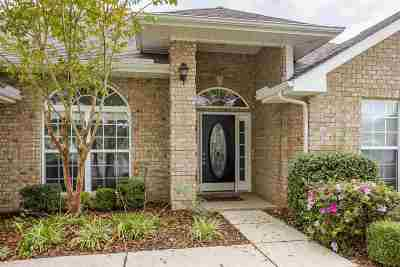 Single Family Home For Sale: 108 Lazy River Court