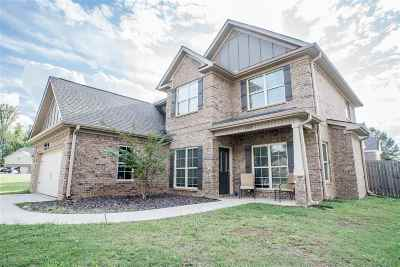 Single Family Home For Sale: 100 Minnie Circle