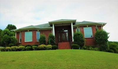 Single Family Home For Sale: 1402 Old Carriage Lane