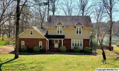 Marshall County, Jackson County Single Family Home For Sale: 1019 Lakeview Lane