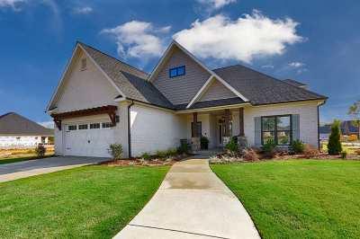Huntsville Single Family Home For Sale: 2 Old Cobb Farm Lane