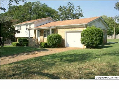 Huntsville AL Single Family Home For Sale: $115,000