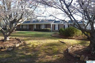 Guntersville Single Family Home For Sale: 5301 Jackson Trail