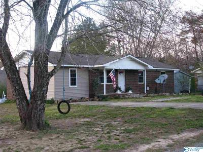 Fort Payne Single Family Home For Sale: 107 County Road 1005
